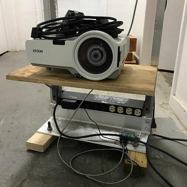 Short throw projector